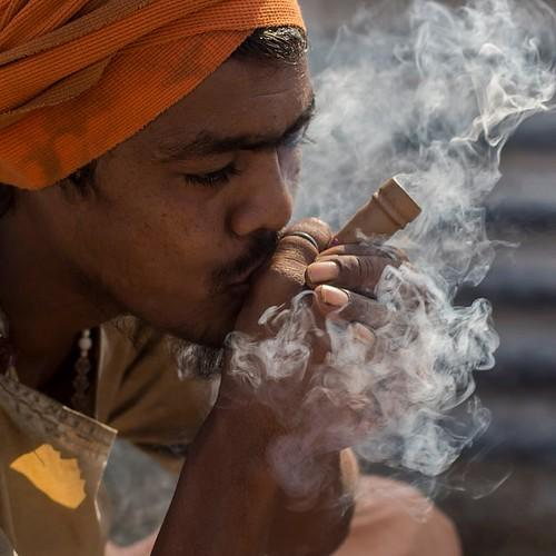 Atomic Blaze Online Smoke Shop explains how to use a chillum